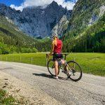 Bildmotiv: Rennradfahrerin vor der Scharitzkehlalm