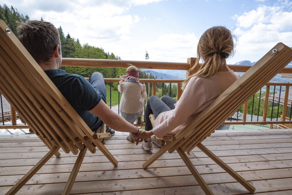 Familie auf dem Balkon
