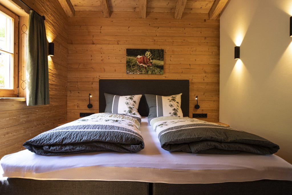 Schlafzimmer mit Kuhbild